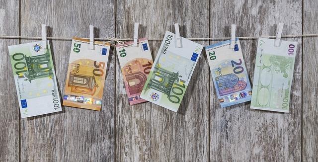 Berlin - Die Staatsanwaltschaft Berlin hat ein gegen einen Mandanten der Rechtsanwaltskanzlei VON RUEDEN geführtes Ermittlungsverfahren wegen Inverkehrbringens von Falschgeld wegen Fehlens des hinreichenden Tatverdachts nach § 170 Abs. 2 der Strafprozessordnung eingestellt.