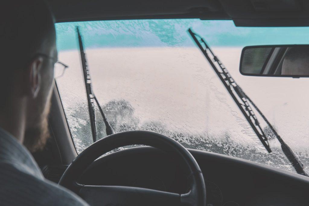 Geschwindigkeitsüberschreitung bei Nebel, Regen oder Schneefall