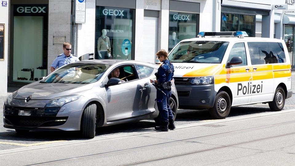 Verkehrskontrolle durch Polizeibeamte