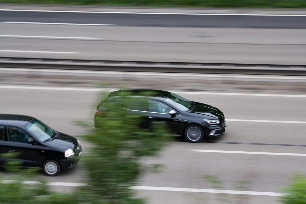Der Mindestsicherheitsabstand im Straßenverkehr sollte eingehalten werden, um sich und andere Verkehrsteilnehmer nicht zu gefährden.