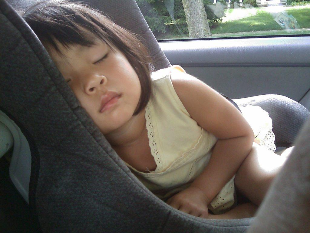 Anschnallpflicht und Kindersitzpflicht für Kinder