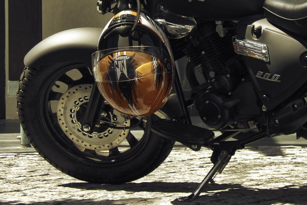 Motorradfahrer haben eine Helmpflicht
