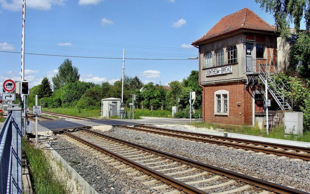 Bahnübergang mit Schranken