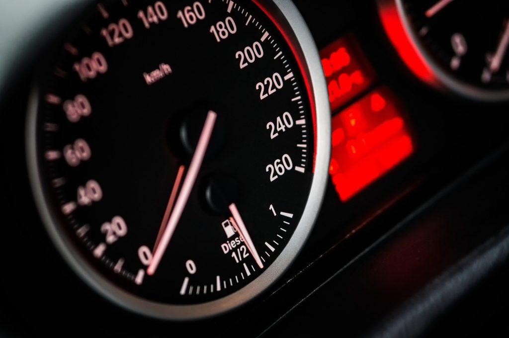 Wer 31 bis 50 km/h zu schnell fährt, muss mit empfindlichen Strafen rechnen.