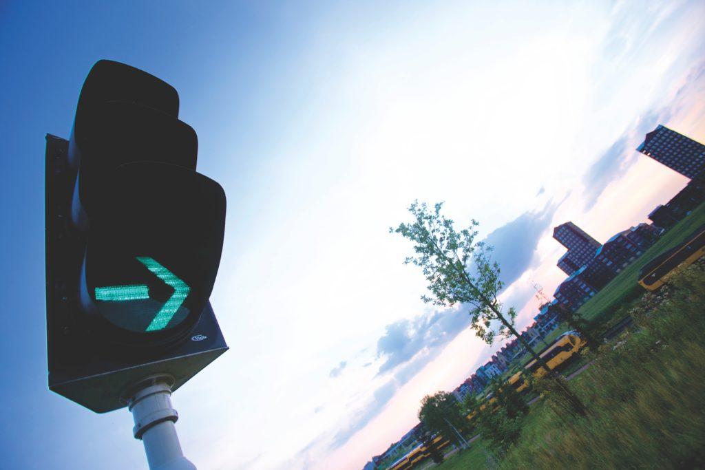Ein grüner Pfeil an einer Ampel kann unterschiedliche Rechte und Pflichten bedeuten.