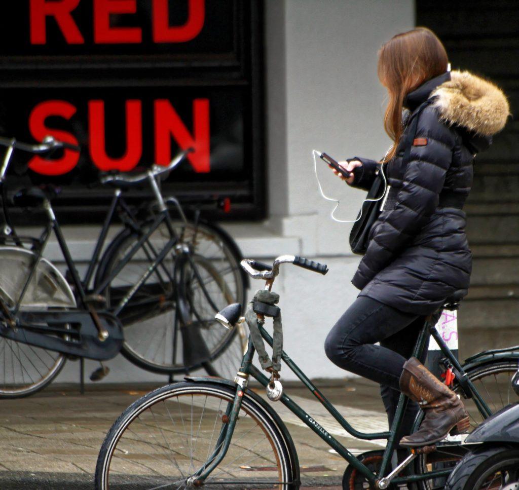 Handy auf dem Fahrrad: Welche Strafen sind möglich?
