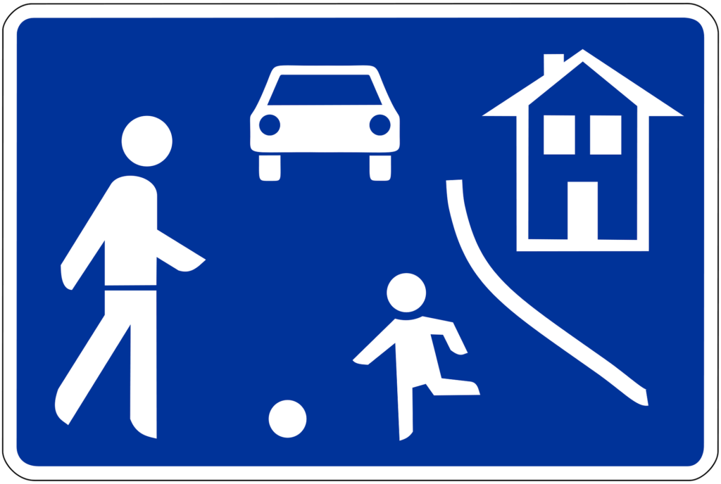 Zeichen 325.1: verkehrsberuhigter Bereich - auch Spielstraße genannt. Hier muss in Schrittgeschwindigkeit gefahren werden.