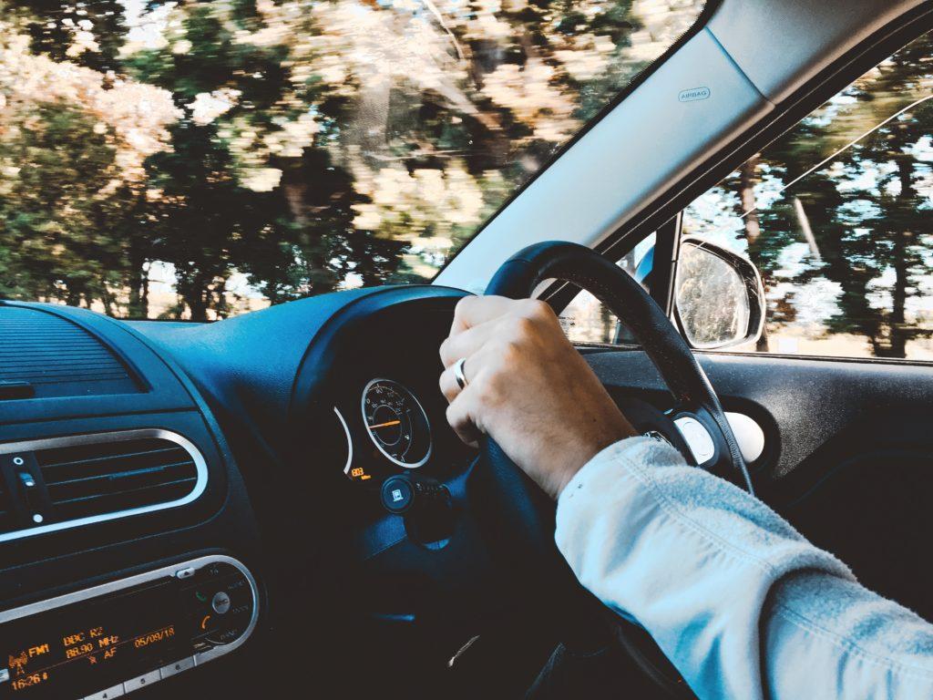 Bei 26 bis 30 kmh zu schnell ausserorts oder innerorts drohen Strafen wie Fahrverbote und Punkte.