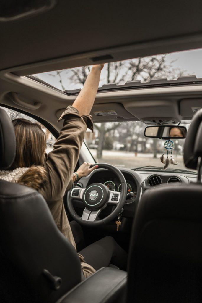 Geschwindigkeitsverstoß: Zu schnelles Fahren in der Probezeit hat Konsequenzen für den Fahranfänger, der mit überhöhter Geschwindigkeit geblitzt wird.