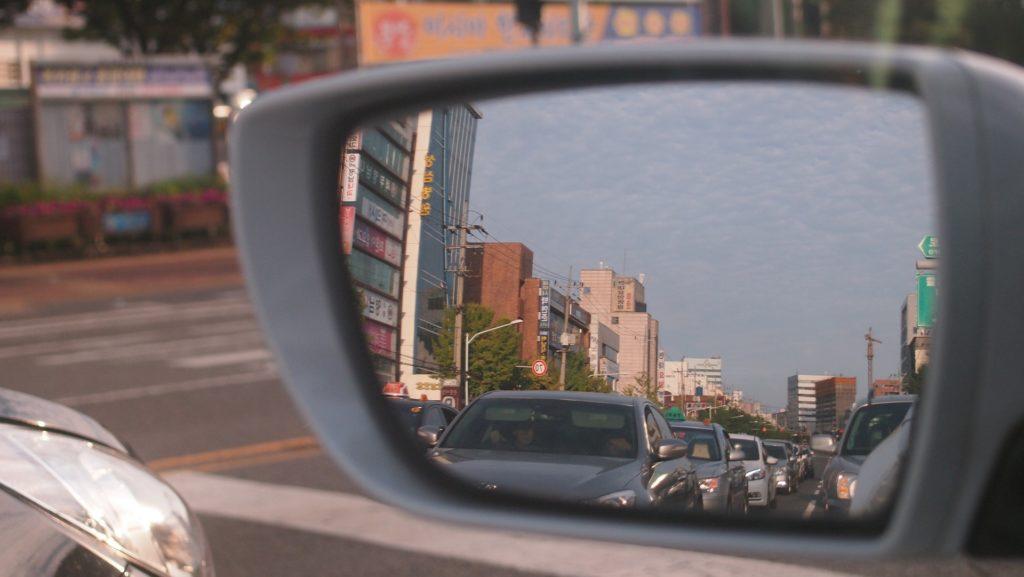 Nötigung im Straßenverkehr kann eine Straftat sein.
