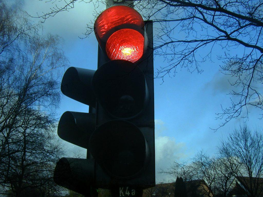 Bei Rotlichtverstößen kann ein Einspruch die Strafe abmildern oder verhindern.