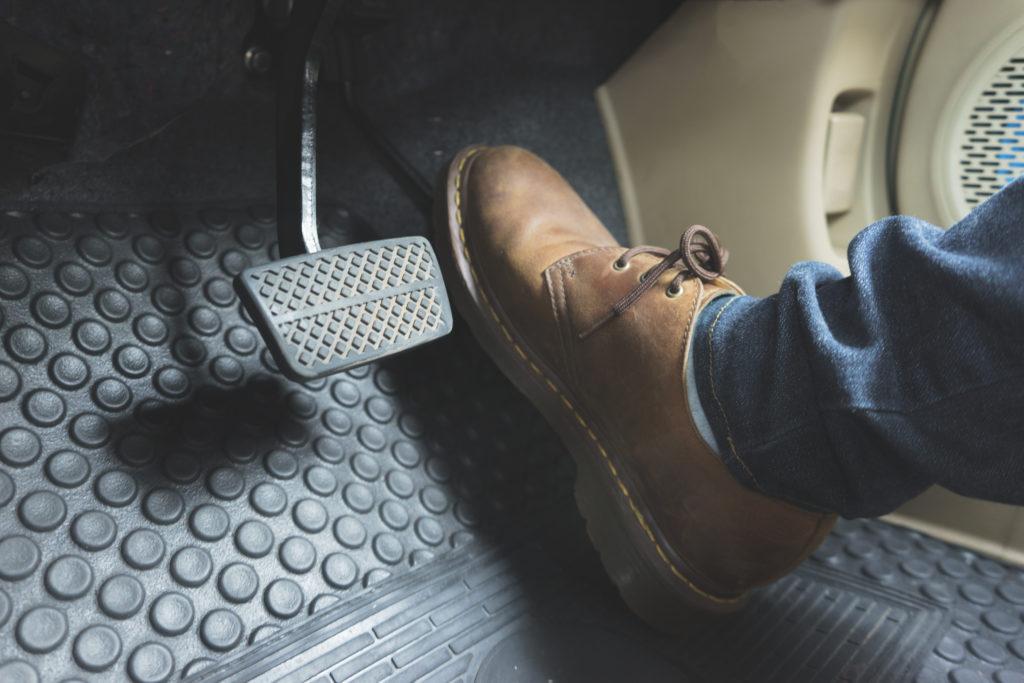 Bremspedal, Bremsen, Bremse, Pkw, Auto, Fuß, Gefahrenbremsung, Vollbremsung