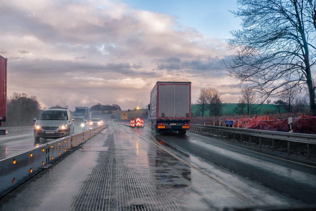 Bremsweg gewichtsabhängig, Bremsweg Auto, Bremsweg Lkw