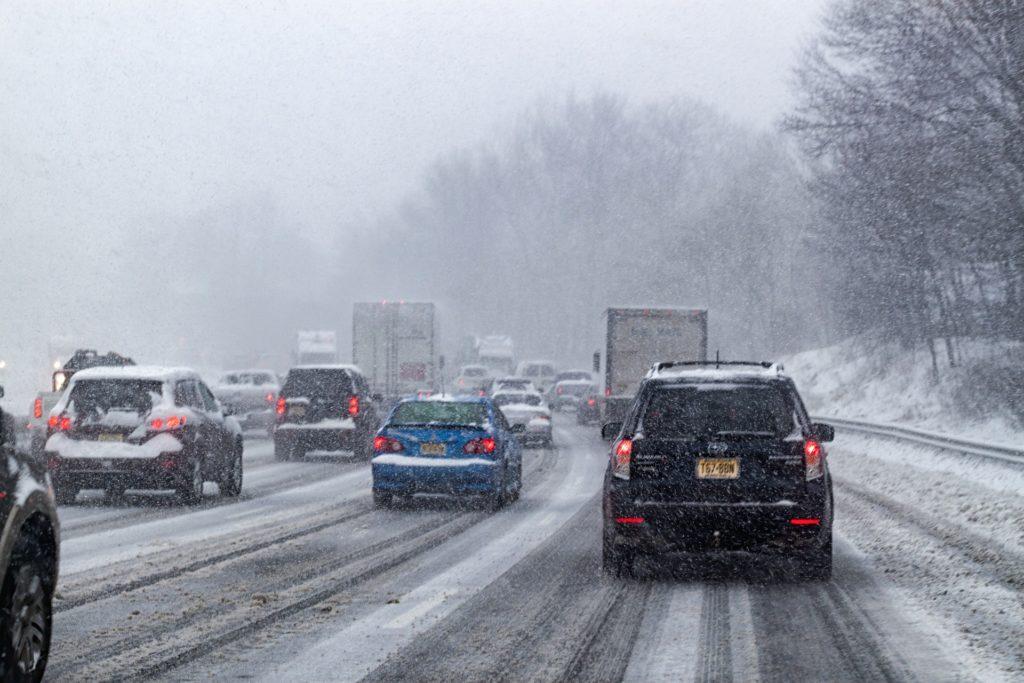 Schnee, Witterung, Einfluss auf den Bremsweg, Bremswegberechnung, Vollbremsung, Gefahrenbremsung