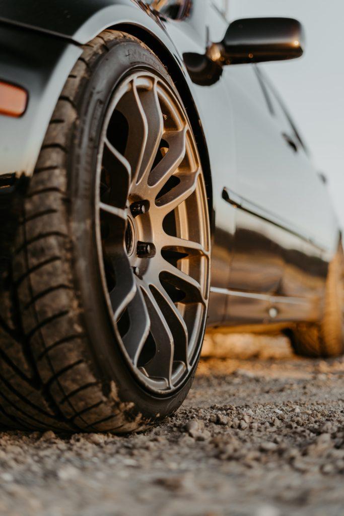 Reifen, Bremsweg, Sommerreifen, Winterreifen, Bremsanlage, Bremsweg berechnen, Bremsweg-Formel, Gefahrenbremsung